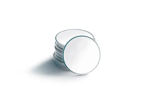 Пустой стог серебряной монеты, изолированный, лицевая сторона, 3d-рендеринг.