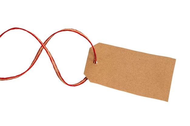 문자열로 묶인 빈 태그입니다.종이 레이블입니다.빈 갈색 판지 가격표 또는 스레드가 분리된 레이블입니다.
