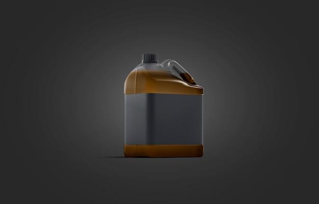 Пустая прозрачная пластиковая канистра с масляным макетом на черном фоне