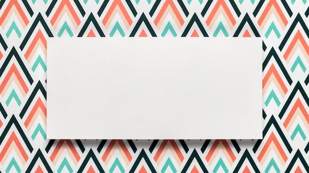 空白の結婚式招待状の封筒のモックアップ