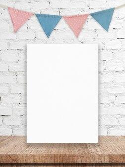 Пустые белые доски и партийные флаги