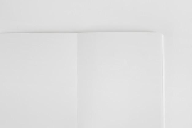 Mockup di libretto bianco vuoto