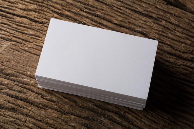 Бланк белый презентация визитной карточки фирменного стиля на фоне дерева