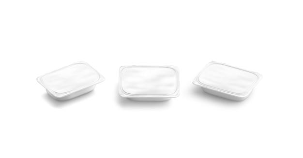 空白の白いバターボックスのモックアップセットは、ヨーグルトまたはマーガリンのモックアップで分離された空のテトラポット