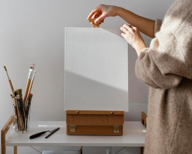 絵画のための空白の白い帆布