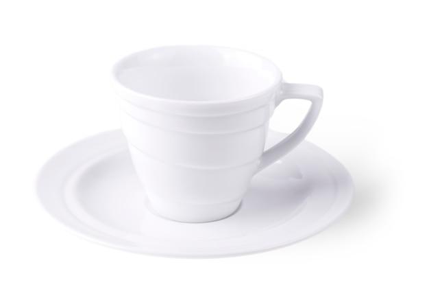 Пустая белая чашка кофе на белом фоне