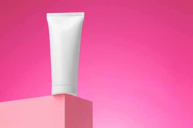 空白の白い化粧品容器