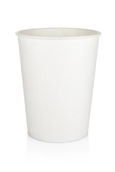 空白の白い使い捨て紙または段ボールの食品バケツが分離されました