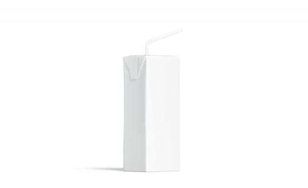Пустой белый пакет сока с соломинкой