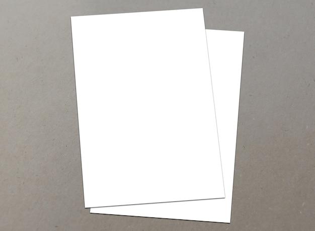空白の白い紙テクスチャの背景にa-4チラシ
