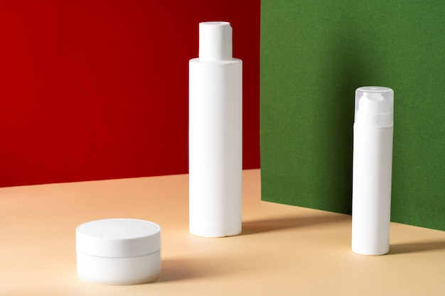 Пустые белые пластиковые косметические флаконы для вашего дизайна