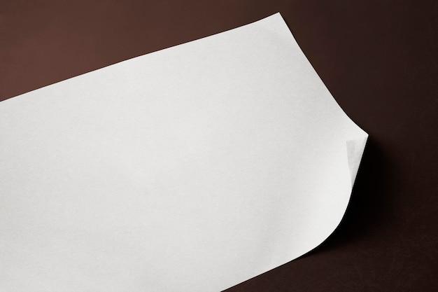 복사 공간을 가진 빈 흰색 포스터