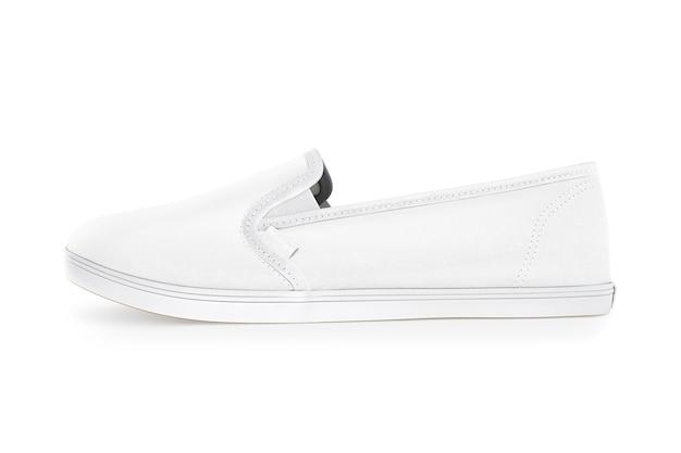 Чистый белый дизайн обуви без шнуровки, вид сбоку