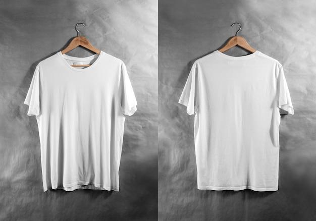 空白の白いtシャツフロントバックサイドビューハンガー、