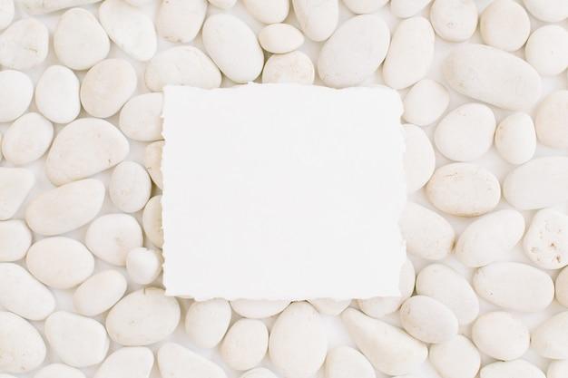 베이지 색 돌의 중립 패턴에 복사 공간이 비어 있습니다.