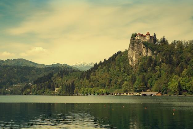 Блед - город на озере блед в словении.