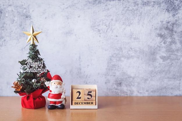 Блок календарной даты 25 декабря календарь и новогоднее украшение