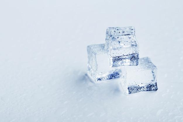 水滴と氷のブロック