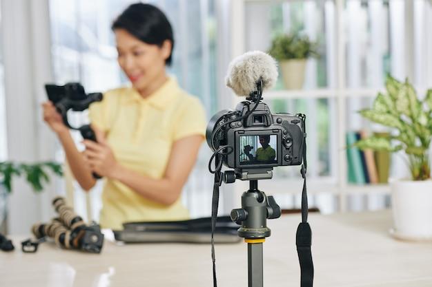 Blogger рассматривает оборудование для производства видео