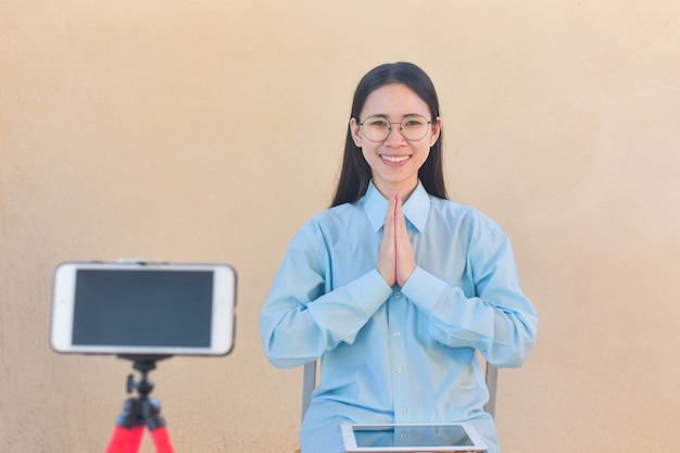 Blogger woman say hi fan page following on internet and training class room online