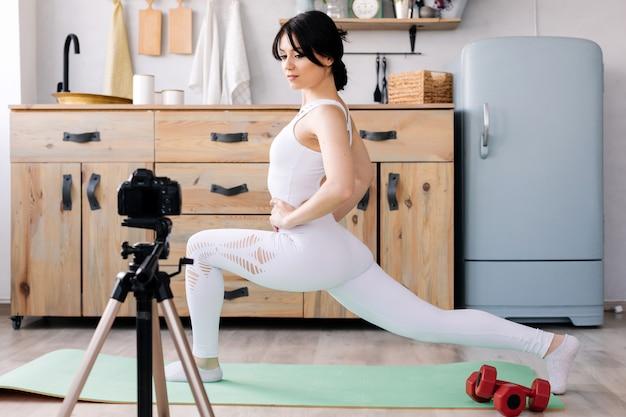 Blogger снимает видео ее тренировки