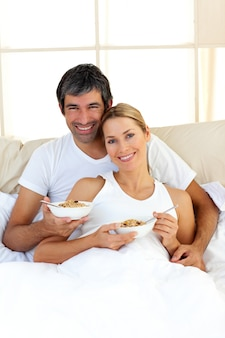 Blond woman and her boyfriend eating cerelals