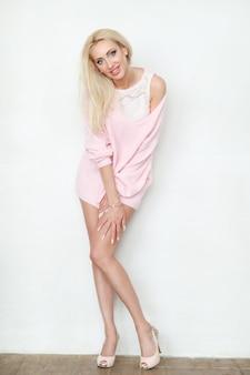 Блондинка женщина