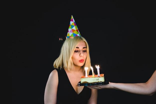 Блондинка празднует свой день рождения
