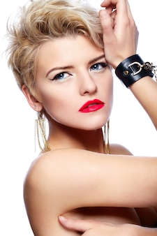 Blonde girl with short hair and red lipstick