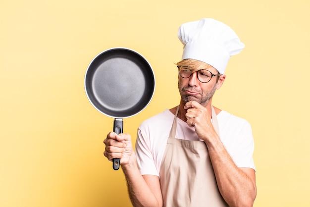 냄비를 들고 금발 잘 생긴 요리사 성인 남자