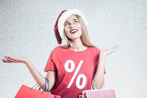 クリスタマの買い物金髪の女性