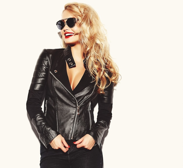 Blonde woman in casual black clothes with red lips and sunglasses