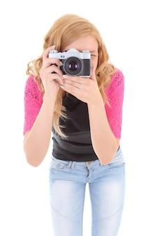 Блондинка с ретро камерой над белой
