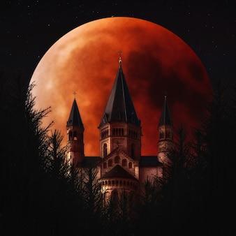 ブラッドムーンとマインツドゥームマインツドイツ夜空の完全な月食
