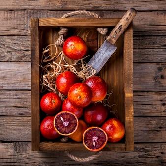 木製の箱にブラッドオレンジシトラス
