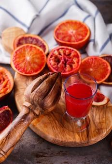 ブラッドオレンジ、絞りたてのオレンジジュース