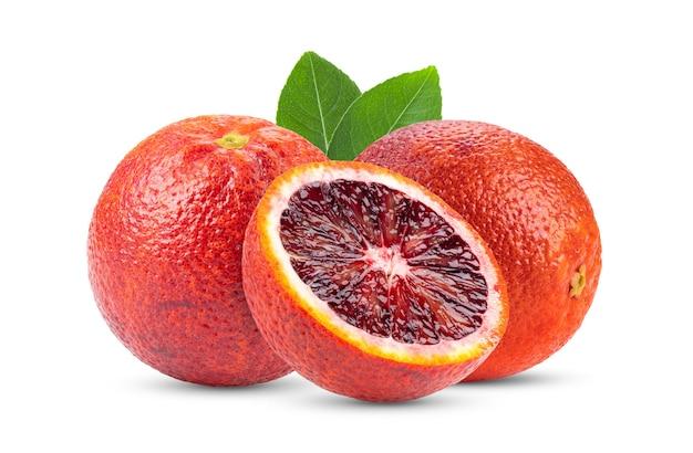白い背景で隔離のブラッドオレンジ