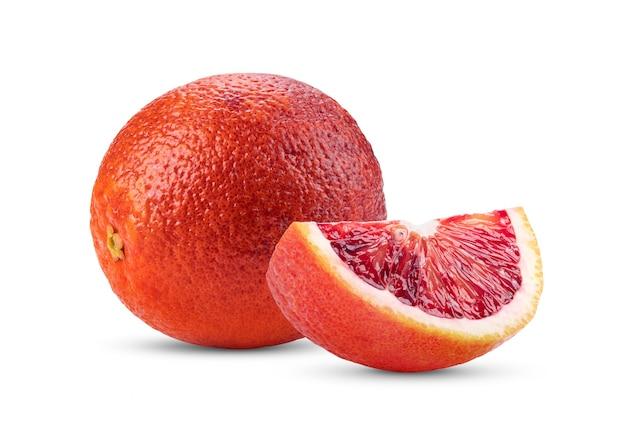 白で隔離されるブラッドオレンジ
