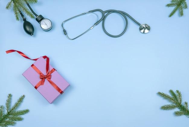 血圧カフ聴診器ギフトボックスとモミの枝