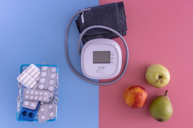 血圧計の薬や果物