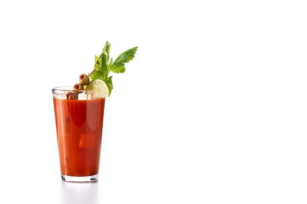 Коктейль кровавая мэри в стакане изолированные