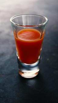 Коктейль кровавая мэри с водкой и томатным соком