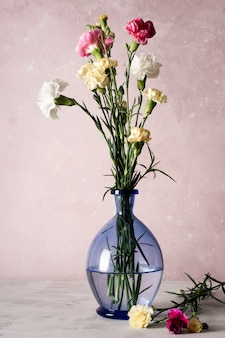 Цветут цветы в вазе
