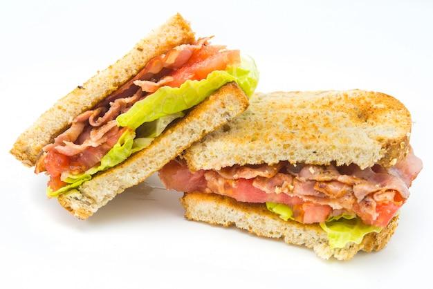 Bltはサンドイッチの一種で、主な材料のイニシャル、ベーコン、レタス、トマトにちなんで名付けられました