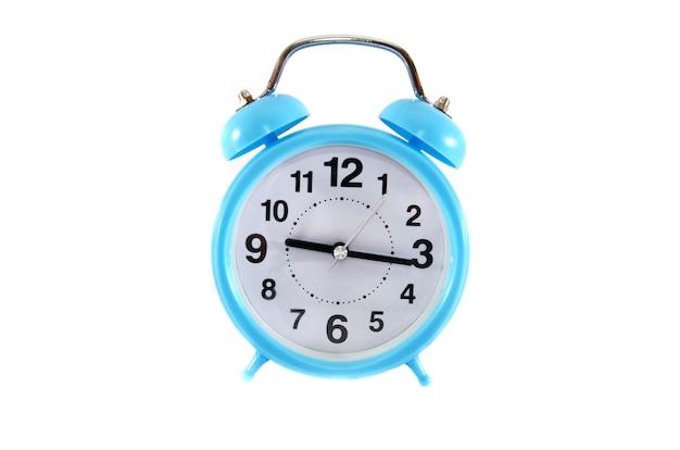 흰색 표면에 파란색 알람 시계