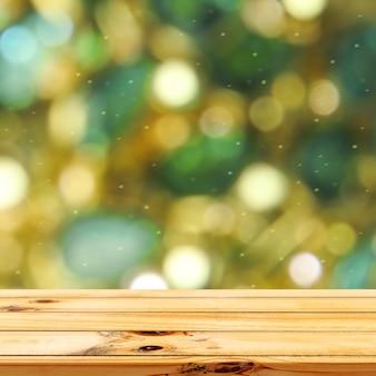 나무 테이블 제품 디스플레이가 있는 파란색 및 녹색 보케 조명 배경