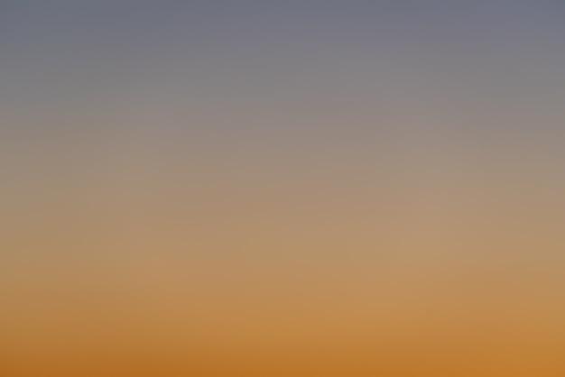Синий и оранжевый градиент закатного неба