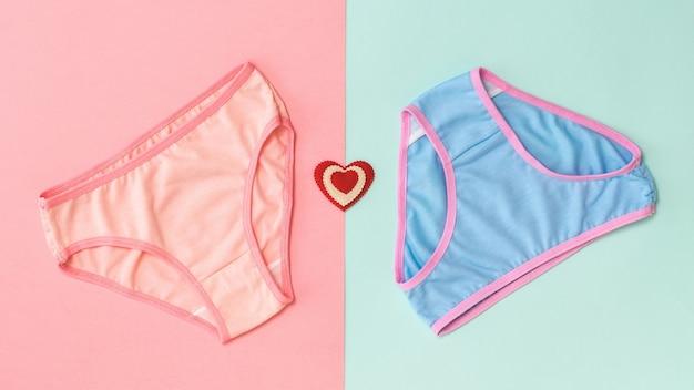 青とピンクのパンティーとピンクと青のハート