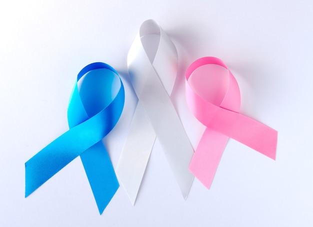 파란색과 분홍색 상징적 인 리본-결장암, 유방암, 전립선 암 리본의 문제.