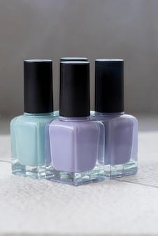 青と紫のマニキュア